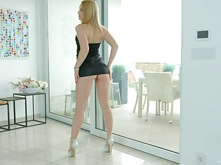 Blonde dame Niki Altitude drops her thong and plays with a pint dildo