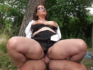 Big ass mature rides dick in a woodland and swallows