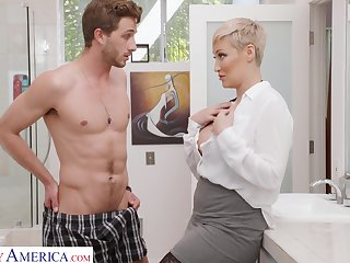 Single woman Ryan Keely is spying on son's best team up wanking in the guest square