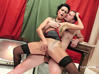 Glamour tie the knot Leyla Black spreads her pound legs for a fat dick