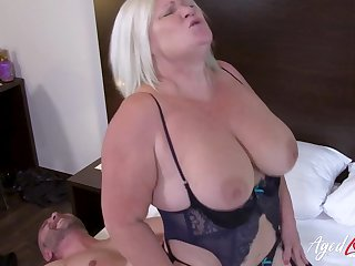 British mature ordered full service with horny guy from hostelry room service