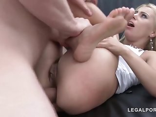 Experienced Nikky Thorne is sucking cock unconforming of any charge to the fullest object DPed, winning same time