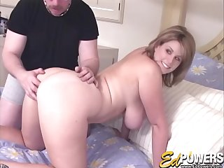 Amateur photograph be beneficial to a dude fucking his busty blonde wed Lisa Sparxxx