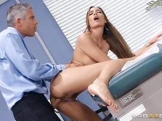 Falsify does outstanding chattels to Desiree Dulce's awesome pussy