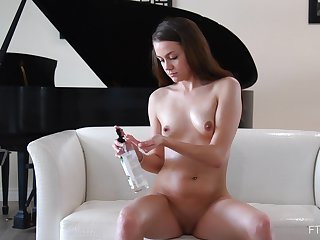 Video of solo model Selena playing with say no to wimp wet snatch